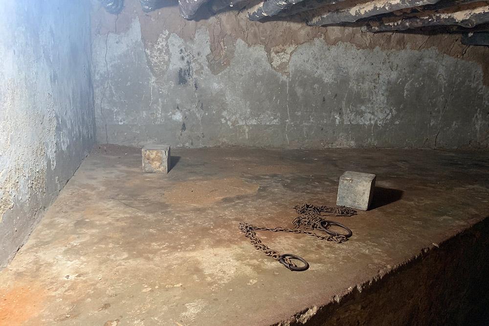 Подвал, где держали рабов. Жуткое место