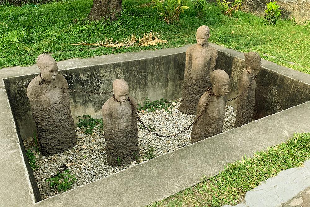 От памятника рабам у меня мурашки