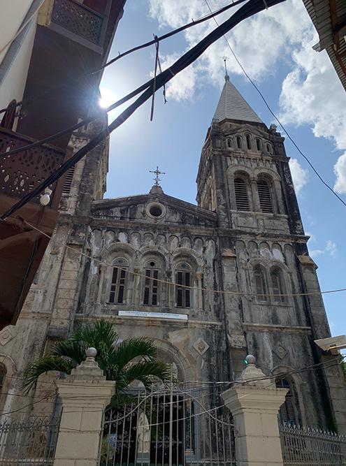 Римско-католический кафедральный собор Святого Иосифа. Красиво, но внутрь мы не заходили