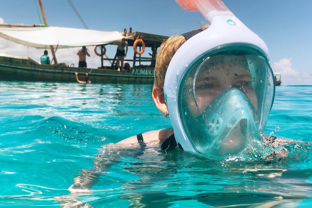 В такой маске удобно наблюдать за рыбками. Мы купили ее в «Декатлоне» за 1000<span class=ruble>Р</span>