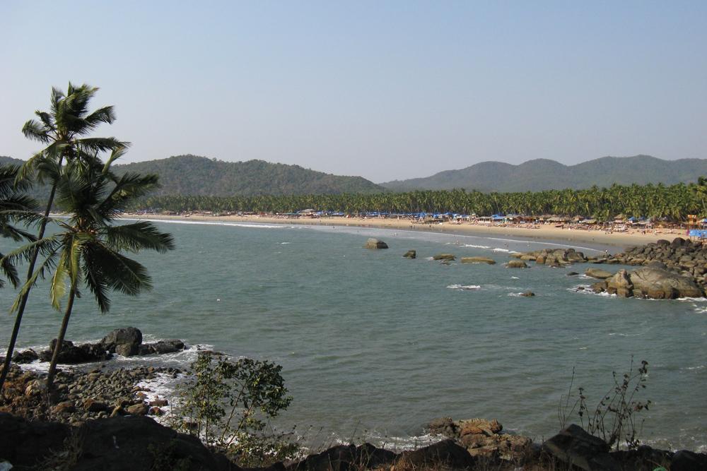 Популярный пляж Палолем в Южном Гоа по количеству туристов и продавцов напомнил мне Адлер в разгар сезона
