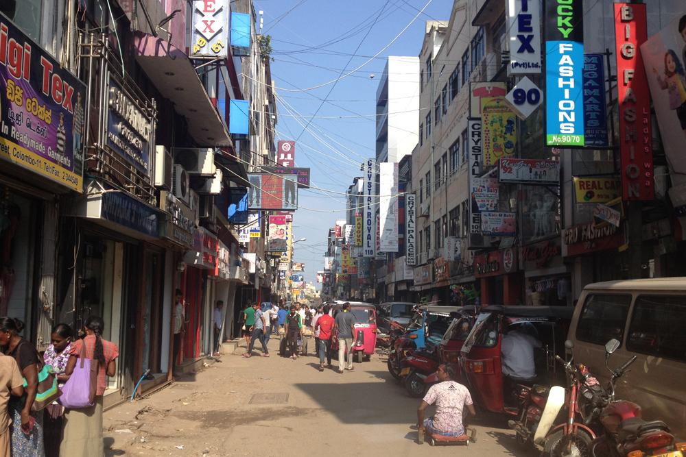 Коломбо местами очень напоминает соседнюю Индию