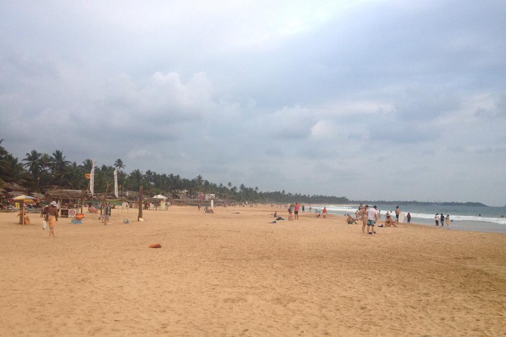 Унаватуна — популярный широкий пляж. Здесь большой выбор жилья — от просторных вилл до небольших скромных домиков