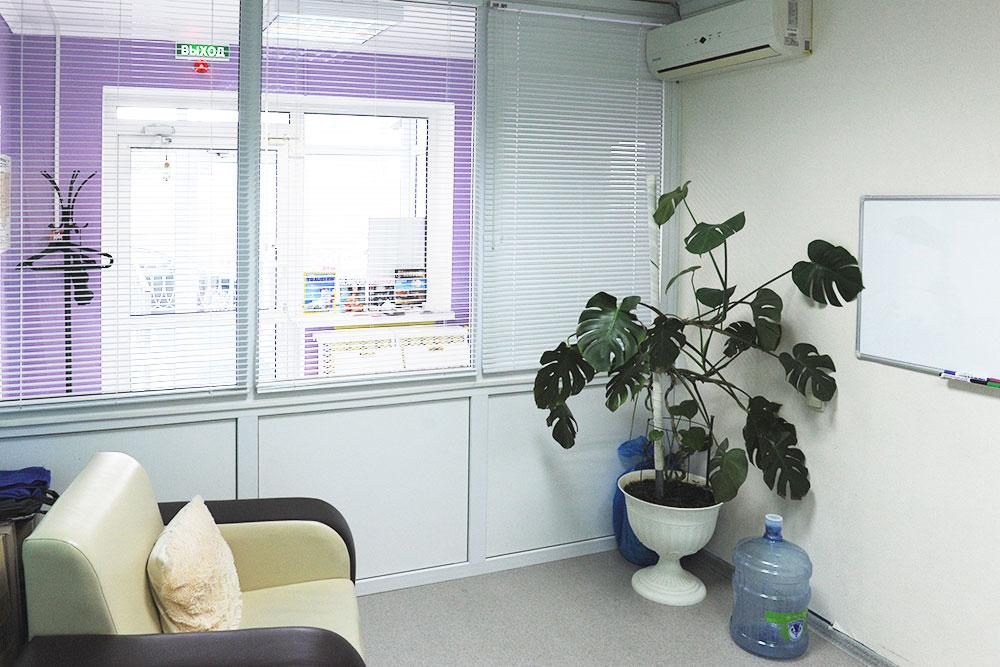 По проекту в клинике было два кабинета. После ухода партнеров один оказался пустым и превратился в комнату отдыха и склад