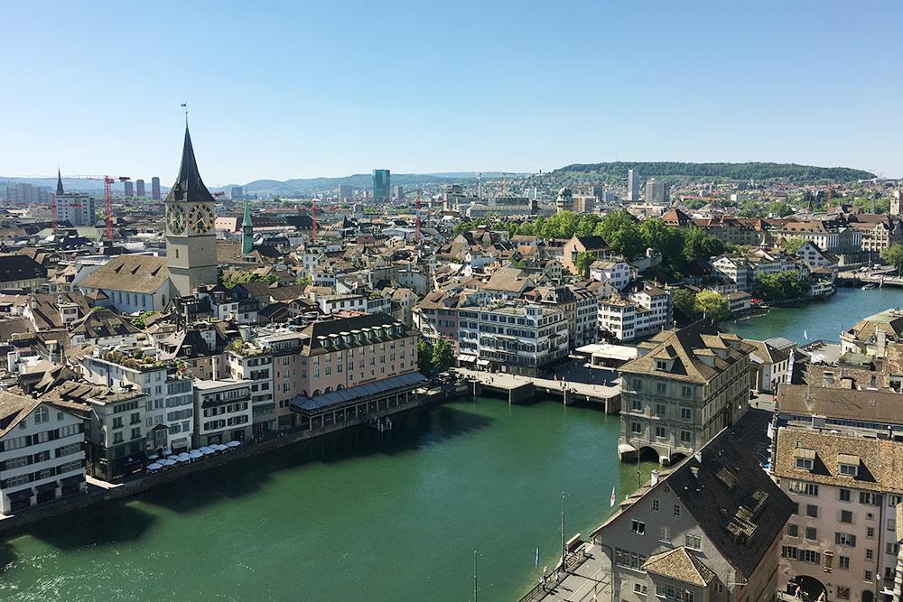 Если подняться на башню Гроссмюнстера, откроется один из лучших видов на Цюрих