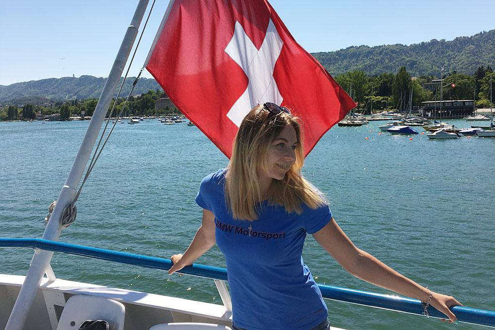 Прогуливаться на кораблике лучше всего в жаркую погоду